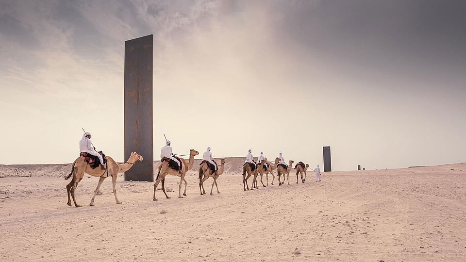 "Richard Serra Kunstwerk ""East-West/West-East"" bei Zikrit © Qatar Tourism Authority"