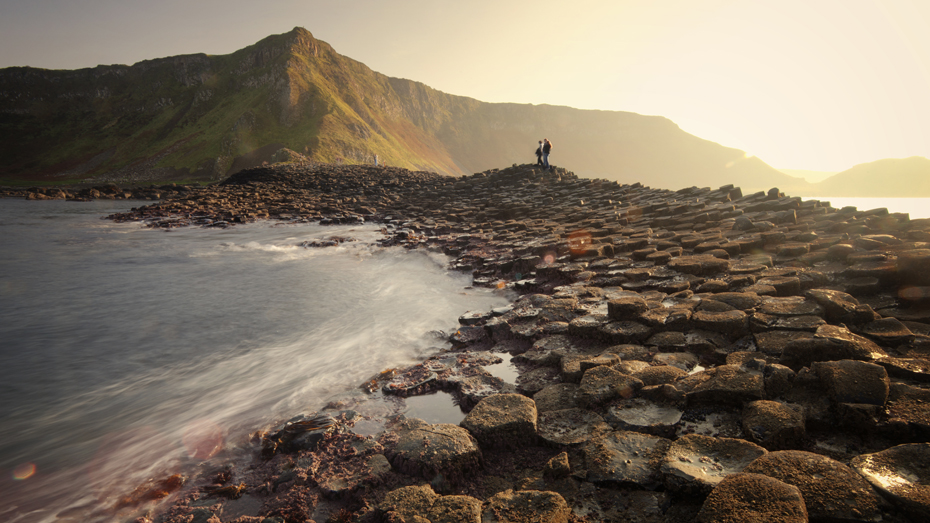 Nördlich von Belfast ist der Giant's Causeway in der County Antrim eine von Irlands bekanntesten Attraktionen © Stuart Stevenson Photography / Moment RF / Getty Images