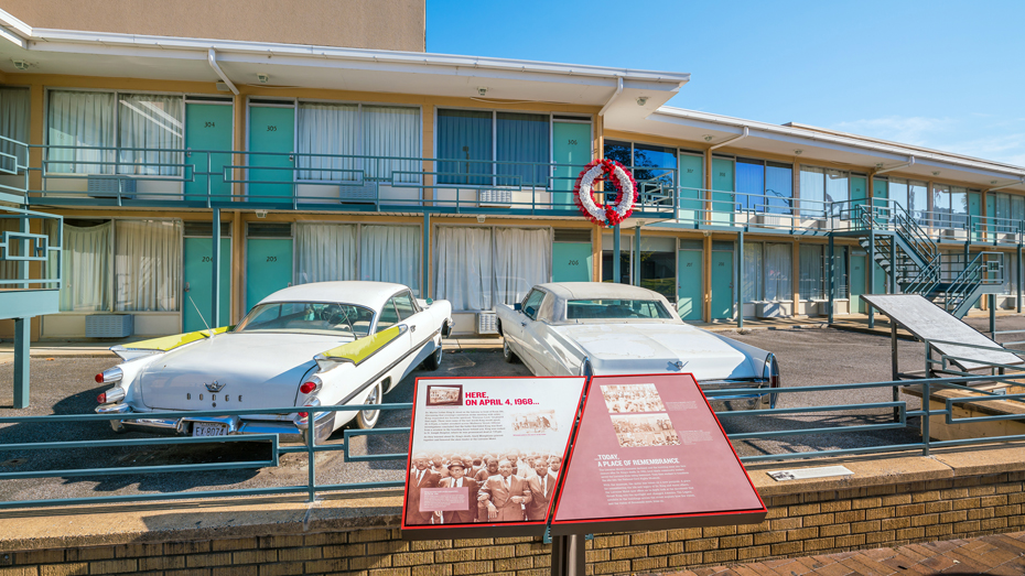Das National Civil Rights Museum in Atlanta ist um das ehemalige Lorraine Motel erbaut, in dem Martin Luther King Jr ermordet wurde © f11photo / Shutterstock
