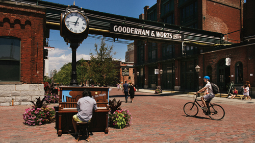 Distillery Historic District in Toronto © Canadian Tourism Commission