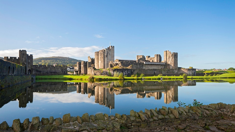 Caerphilly Castle, Südwales / Crown Copyright (2018) Cadw, Welsh Government