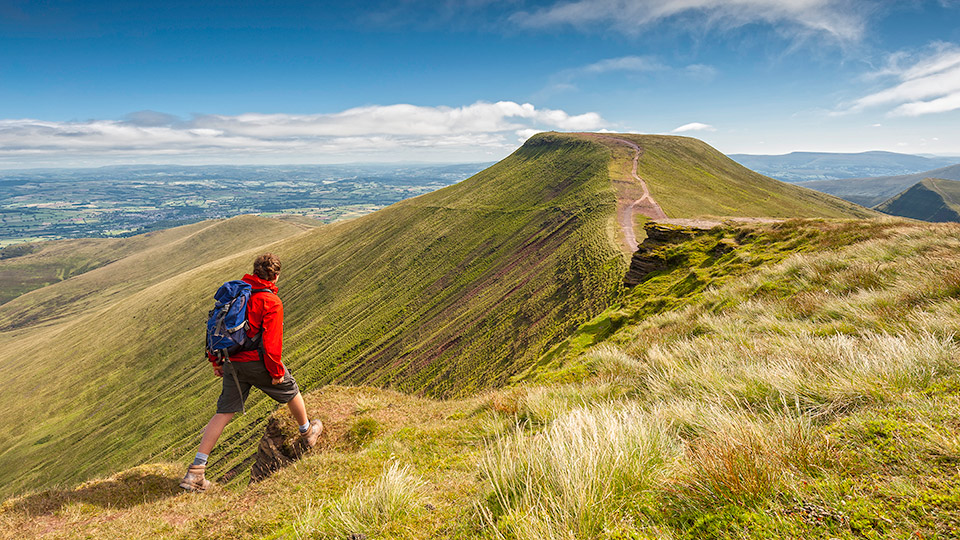 Der Pen y Fan als Teil der Bergkette im Brecon Beacons Nationalpark / Crown Copyright (2018) Visit Wales