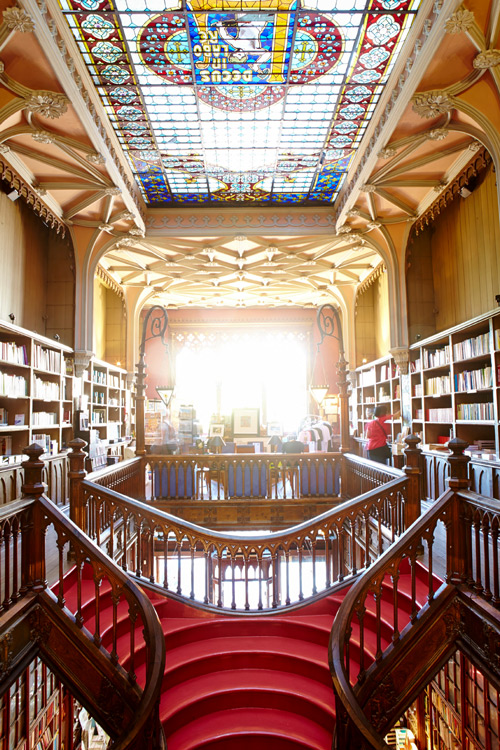 In der Livraria Lello - (Foto: ©Matt Munro/LP TRAVELLER MAGAZINE COLLECTION)