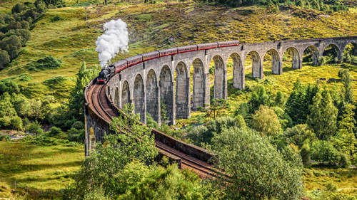 Der Jacobite Steam Train auf dem Glenfinnan Viaduct - (Foto: ©Nick Fox/Shutterstock)