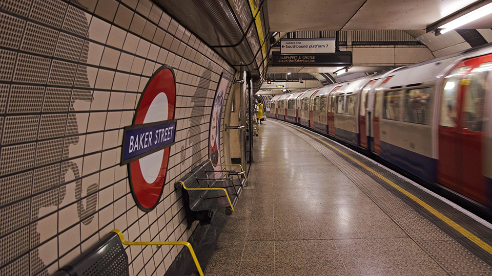 Baker Street Station in London - (Foto: ©iStock.com/AlanMBarr)