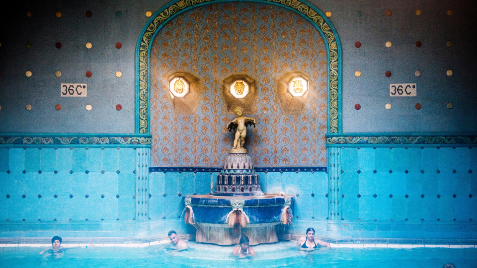 Jugendstilbrunnen im Gellert-Bad - (Foto: Will Sanders/Lonely Planet)