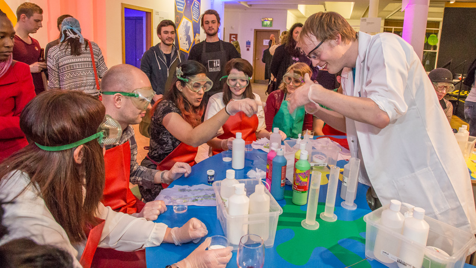 Wissen macht Spaß auf Edinburghs Science Festival - (Foto: ©Ali Wight/Edinburgh International Science-Festival)